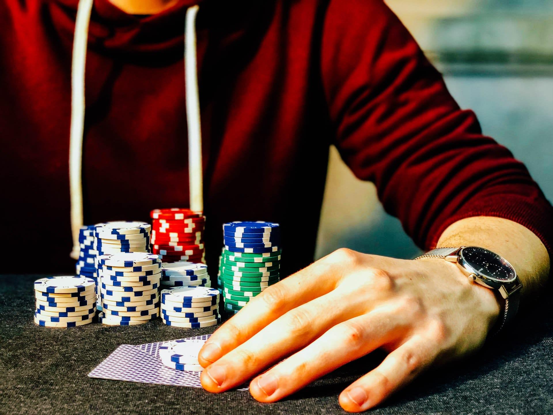 Guía de póquer en línea de 3 cartas